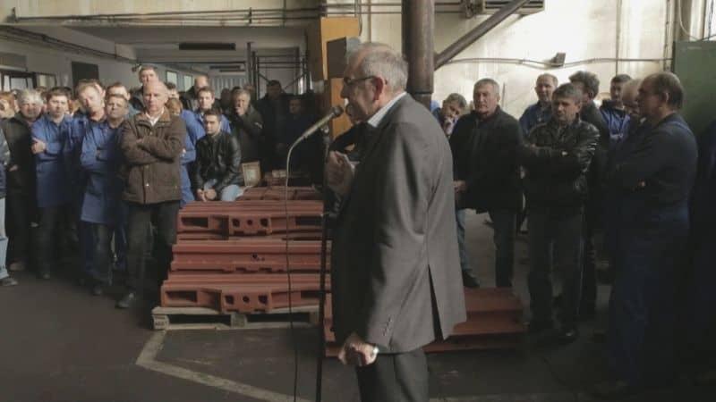 La fabbrica ai lavoratori, un film di Srdjan Kovacevic