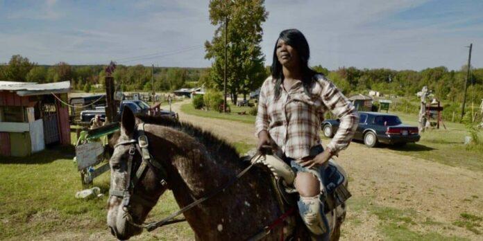 In The Bones, en film av Kelly Duane de la Vega, Zandashé Brown